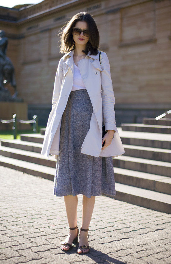 how to wear a grey knit skirt
