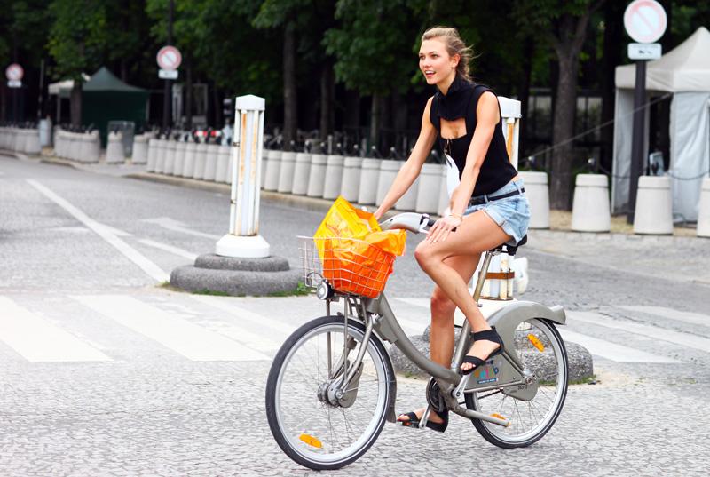 karlie_kloss_biking.jpg