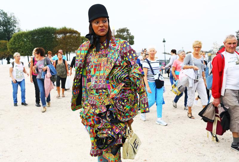 Michelle Elie Comme des Garcons Photobomb