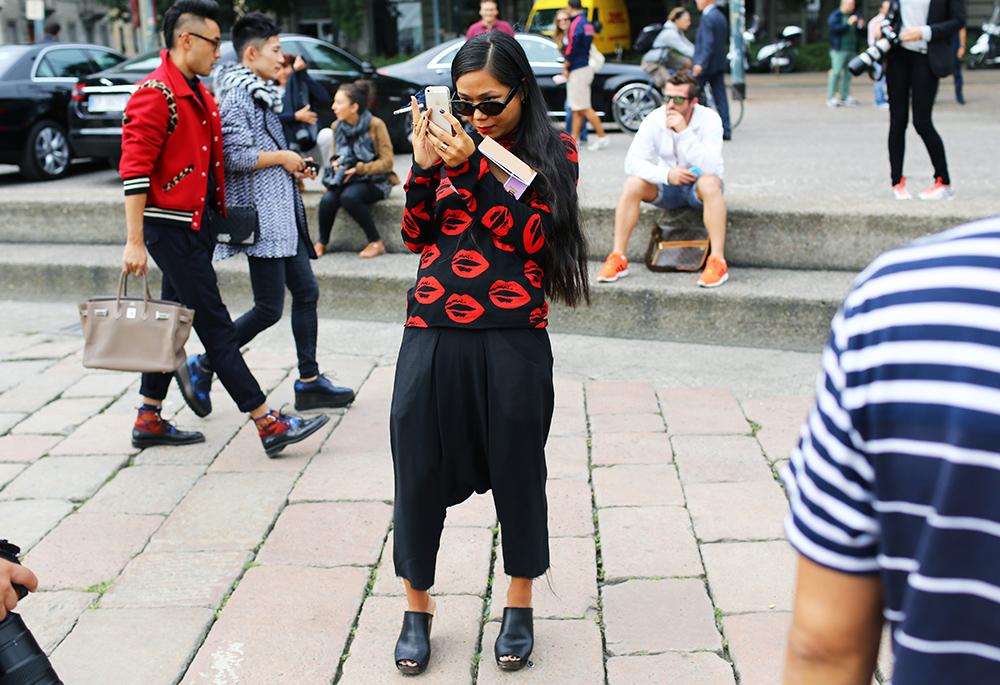 Sarah Chavez Lips Street Style